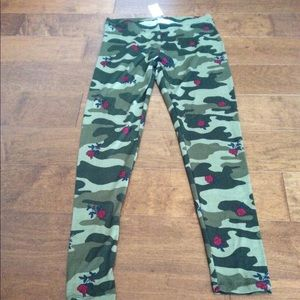 🎆Army Print Deep Green with Red Roses Leggings🎆